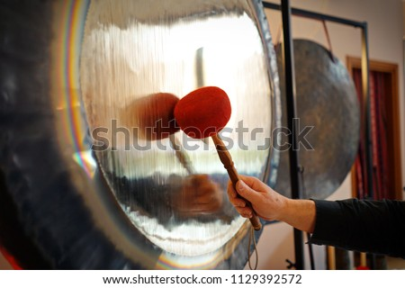 Sound therapy with gong, It is important to be completely relaxed in order to be able to accept the sound and vibration of Gong to the fullest.  Сток-фото ©