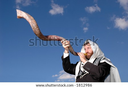 Sounding a yemenite shofar