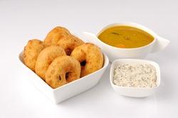 south Indian food wadai with sambhar and chutney