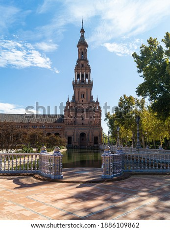 South Tower of the Plaza de España in Seville next to the María Luisa park (Andalusia, Spain). Landmark of the city photographed on a sunny autumn day. Foto stock ©