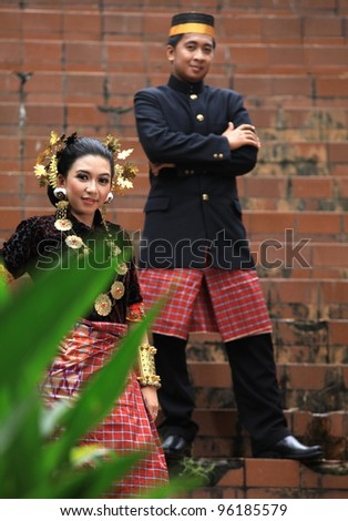 southeast asian couple in traditional dress