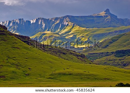Southern Drakensberg , View n/w  over nTaba Kudela (aka Jackal Mountain), towards the Giant's Cup, southern Drakensberg, Kwazulu/Natal.
