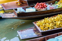 Souvenir and food sell in wooden boat at Damnuensaduag floating travel market, Thailand