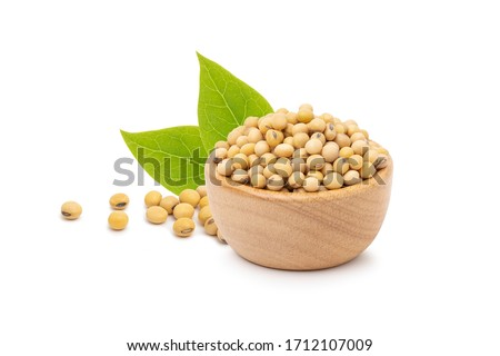 Soybeans  in wooden bowl isolated on white background, 100% protein concept Foto d'archivio ©
