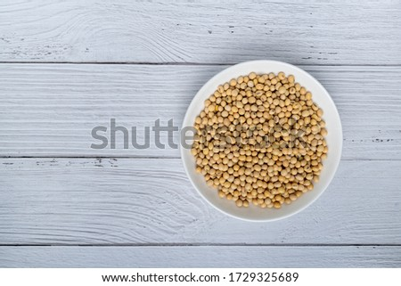 soybeans or soya beans in a bowl on white wooden background. top view. vegan food concept Foto d'archivio ©