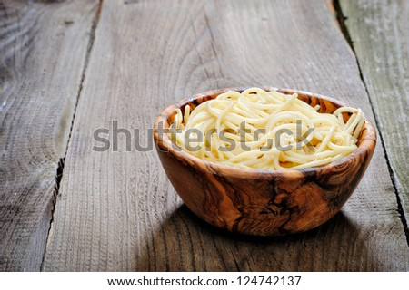 spaghetti a wooden bowl on wooden table
