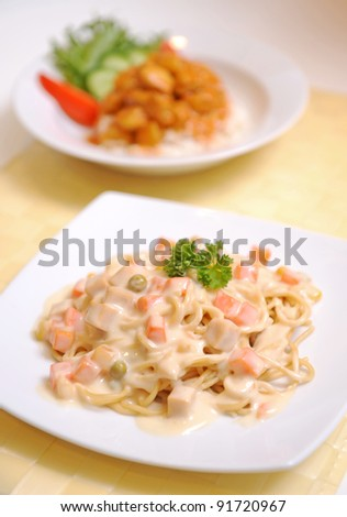 Spaghetti Carbonara on a white plate
