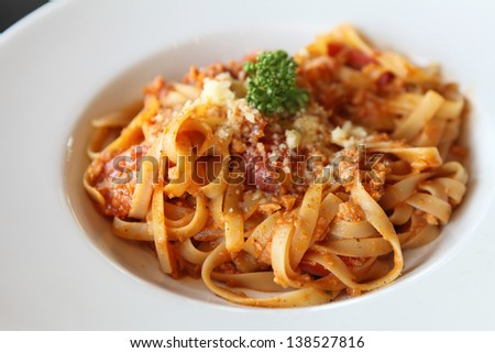 spaghetti fettuccine with beef  sauce