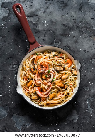 Spaghetti frutti di mare in cooking pan on a dark background, top view. Delicious traditional mediterranean food        Foto d'archivio ©