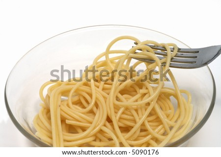 spaghetti (pasta) on a fork in a glass bowl
