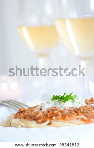 Spaghetti with bolognese sauce and white wine