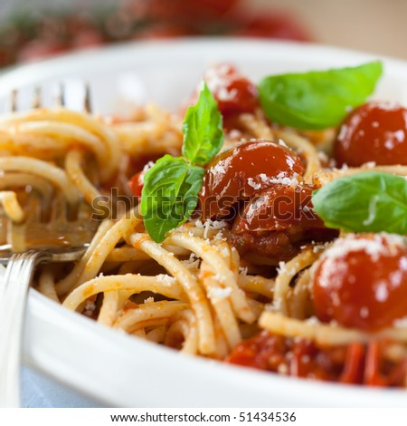 Spaghetti with cherry tomatoes and parmesan