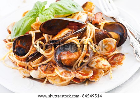 Spaghetti With Mussels And Tomato Sauce Stock Photo 84549514 ...