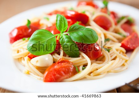 Spaghetti with roasted tomatoes,basil and garlic