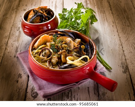 spaghetti with seafood and mushrooms