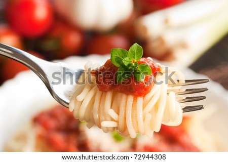 Spaghetti with tomato sauce and ingredients. Cherry tomatoes, onions, garlic and oregano.