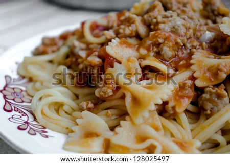 Spaghetti with tomato sauce and minced meat