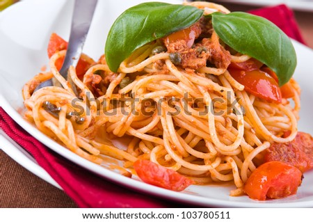 Spaghetti with tuna, cherry tomatoes and capers.