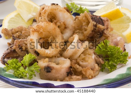 Spanish cuisine andalusian deep fried squids chipirones for Andalusia cuisine