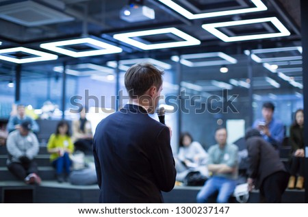 Speaker at Talk in Business Conference. Tech Executive Entrepreneur Speaker on Stage at Conference. Presenter Giving Business Presentation at Meeting. Corporate Exhibition for Investors Event.