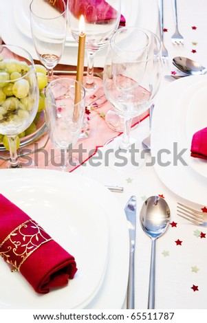 special festive place setting with red napkins glasses plates and silverware