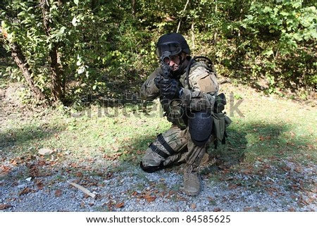 special police unit training, shooter swat, assault rifle sa58, caliber 7,62 mm