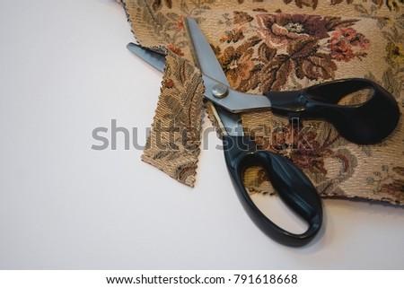 Special zigzag scissors - how to cut cotton #791618668