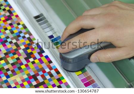 spectrophotometer verify color patches value on Test Arch, Press shop prepress department