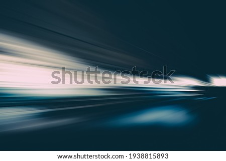 SPEED MOTION LINES ON THE BLACK NIGHT HIGHWAY ROAD, TRANSPORTATION BACKGROUND Foto stock ©