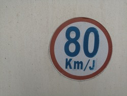 speed signage 80 kilometer per hour