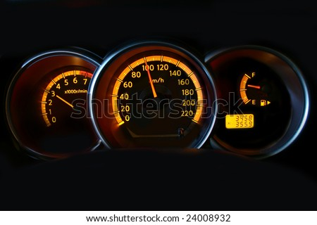 Speedometer, rev counter and fuel gauge showing a speed of 100km/h.
