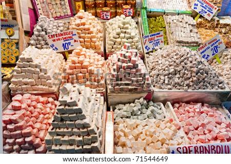 Classical turkish ceramics on the bazaar istanbul stock photo - Spice Bazaar Shops In Istanbul Turkey Stock Photo