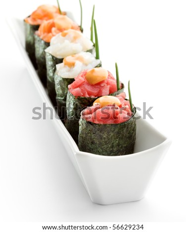 Spicy Gunkan Sushi (salmon, tuna and scallop) with Sauce and Lettuce