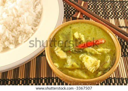 Spicy Thai green curry (Gaeng Keow Wan Gai) with rice