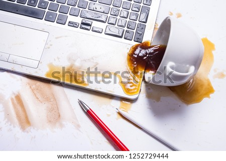 Spill coffee on a computer keyboard Foto stock ©