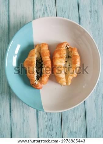 Spinach cheese croissant are commonly eaten for breakfast with coffee or tea the main ingredients are bread flour, milk, sugar, yeast, salt, water, butter Stock fotó ©