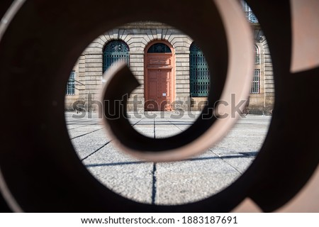 Spiral out of focus in the foreground, framing the door of an old building. Soares dos Reis National Museum. Art museum. Porto, Portugal. Stockfoto ©