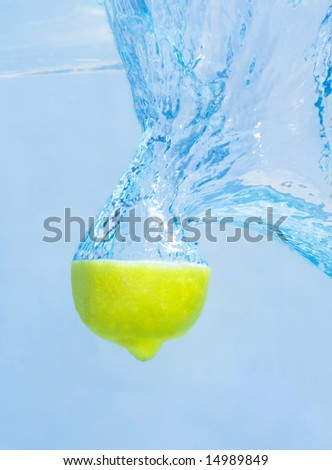 Splash of lemon slice in the water.