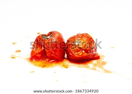 splattered rotten tomatoes isolated on white. Moldy, splashed and spoiled tomato. fruit, vegetable with a disease, front view Foto stock ©