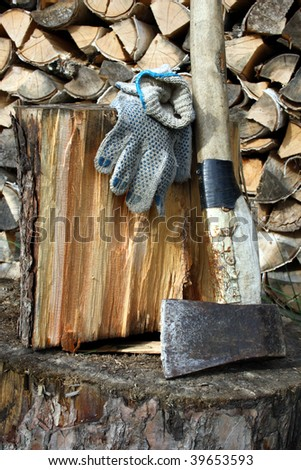 Splitting of fire wood â?? work for strong people