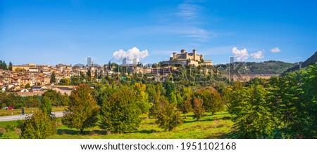 Spoleto, Ponte delle Torri roman bridge and Rocca Albornoziana medieval fortress. Umbria, Italy, Europe. ストックフォト ©