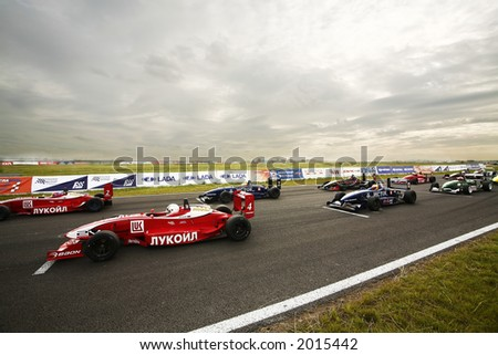 sport cars F1600 waiting for the race on a start