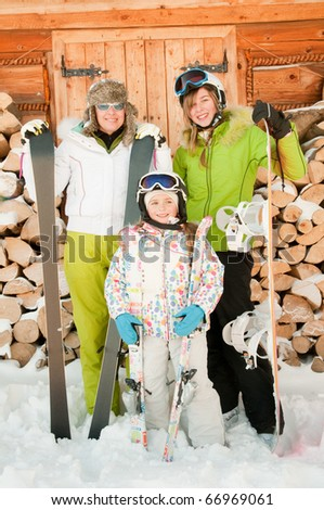 Sporty family on winter vacation - portrait