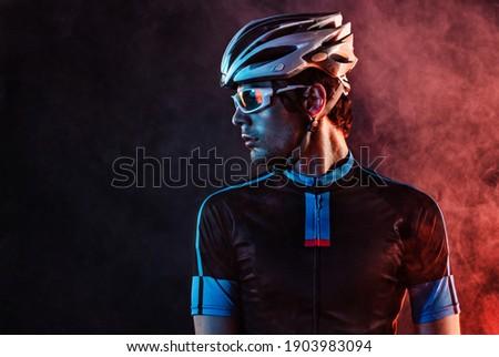 Spost background with copyspace. Cyclist. Dramatic colorful close-up portrait. Foto d'archivio ©