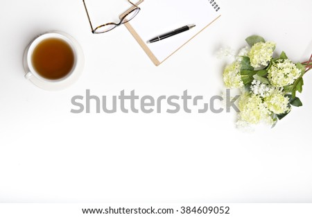 Spring look at the white desk, lay flat