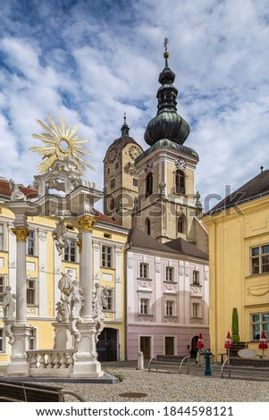 Square in Krems on the Danube with view of st. Nikolaus church and Frauenbergkirche, Austria Stock fotó ©