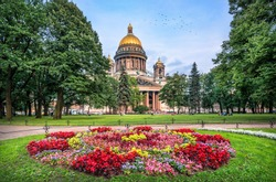 St. Isaac's Cathedral in St. Petersburg on a summer evening and brightly-colored flowers in a flowerbed