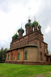St. John the Baptist Church in Yaroslavl, Russia with fifteen onion domes from the one thousand russian rouble banknote