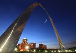 St Louis Arch at night with the crescent moon