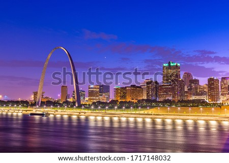 St. Louis, Missouri, USA downtown cityscape on the Mississippi River at twilight.  Foto stock ©